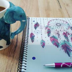 Bild: Tasse im Design eines Elefanten mit Traumfänger-Motiv. Inspierierendes Zubehör für die persönliche Wohlfühloase.